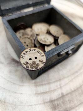 Kokosnussknopf - verschiedene Größen - 2 Loch Handmade with Love Blume