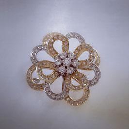 Brosche in Blumenform aus Geld und weißgold mit Zirkonia Steine besetzt .