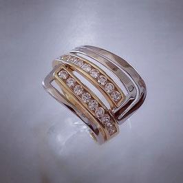 Ring mit weißen Zirkonia Steinen