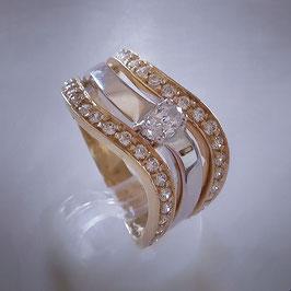 Eleganter Ring aus Weiß und Gelbgold