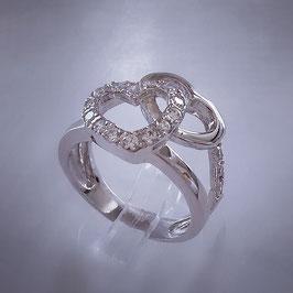Romantisch, verspielter ring mit Zwei Herzen die mit Zirkonia Steine besetzt ist
