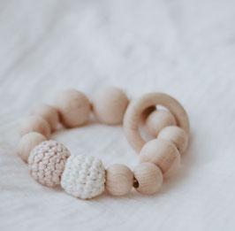 Greifring aus Holz in weiß rosa