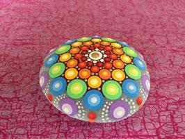 Mandala-Stein Regenbogen