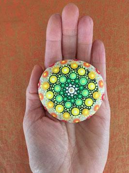 Mandala-Stein Frühlingserwachen