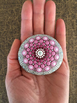 Mandala-Stein rosa Blume
