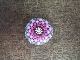 Mandala-Stein rosa Blume III