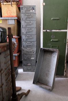 Oude metalen kisten  |  17.262.O