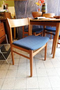vintage stoel met blauwe bekleding  |  18.778.M