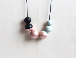 "round necklace ""black-rosy"""