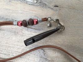 Glattleder rehbraun mit Lava Beads und Pfeife braun 211.5 Klimbim Schildkröte