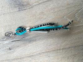 Schlüssel- oder Taschenanhänger türkis weiss schwarz/weiss