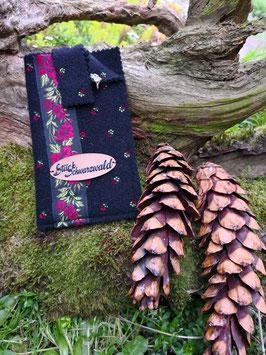 Handyhülle Schwarzwaldstyle universell schwarz mit bestickten Blumen