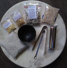 Räucher-Einsteigerset: Räuchergefäss, Zange, Löffel, Sand, Räucherkohle 3,3 cm, Weißer Salbei, Fichtenharz, Copal hell, Olibanum Eritrea