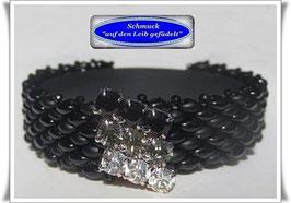 69) Glasperlen-Armband mit schickem Strass-Knopf
