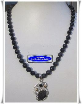 922. Obsidian-Kette mit Onyx-Anhänger