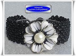 65) schwarzes Armband mit Blüten-Zierknopf