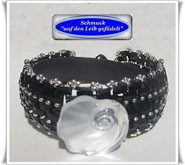 105) interessantes Glasperlen-Armband mit edlem Glasknopf