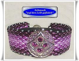 93) Glasperlen-Armband mit Swarovski-Knopf