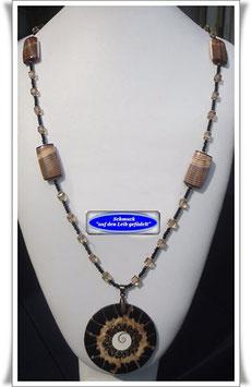 815. Glasperlenkette mit Muschelanhänger