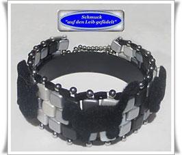 70) ausgefallenes Glasperlen-Armband mit Katzen-Knöpfen TS