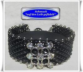 74) schickes Glasperlen-Armband mit Strass-Knopf