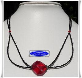 1608. zierliche Spinellkette mit großer Murano-Glasperle