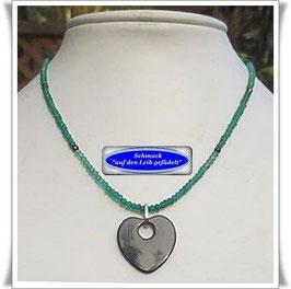1368. grüne Onyx-Kette mit Herz-Anhänger