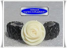 22) Armband mit Rosen-Zierknopf