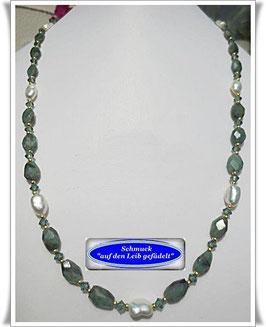 1497. Smaragd-Keshi-Perlen-Collier Set
