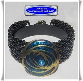 78) Glasperlen-Armband mit elegantem Zierknopf