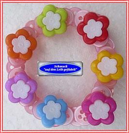 42) hübsches Kinderarmband mit Blüten-Knöpfen TS