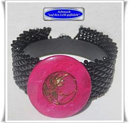 107) hübsches Glasperlen-Armband mit Vintage-Knopf