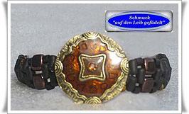 31) Armband mit schönem Zierknopf