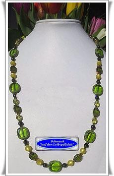 684. grüne Perlenkette