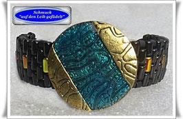 35) Armband mut elegantem Zierknopf