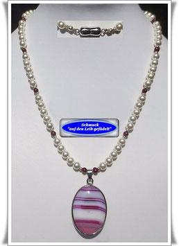 799. echte Perlenkette mit Jade-Anhänger