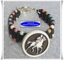 12) buntes Armband mit altem Celluloid-Knopf