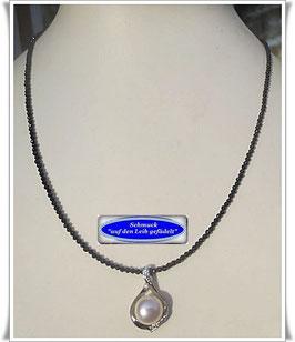 1513. zierliche Onyx-Kette mit Perlenanhänger