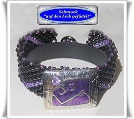 77) ausgefallenes Glasperlen-Armband mit Zierknopf