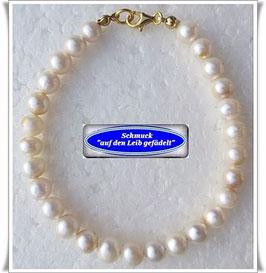 200) creme-weißes Perlenarmband