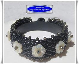 73) elegantes Armband mit Perlmutt-Blumen