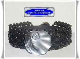 85) hübsches Glasperlen-Armband mit Glasknopf