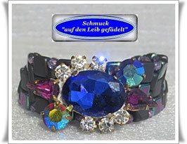 39) Armband mit Vintage-Strass-Knopf