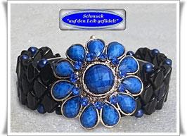 45) Armband mit blauem Blüten-Knopf