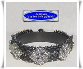 87) Glasperlen-Armband mit Kleeblatt-Knöpfen