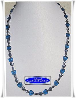 526. blaue Glasherzen-Pyrit-Kette