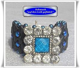 52) breites Armband mit edlem Schmuckknopf