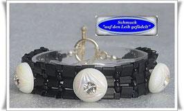 53) schickes Glasperlen-Armband mit Strass-Knöpfen