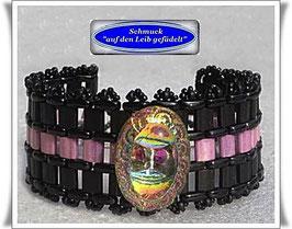 41) breites Armband mit Glas-Zierknopf