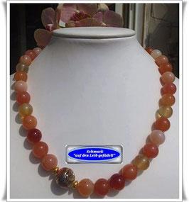 1308. Chalcedon-Collier mit Muranoglas-Perle
